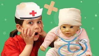 Играем в Доктора Лечим Куклу Лизу