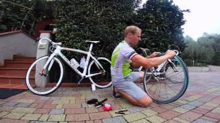Замена камеры на шоссейном велосипеде(Видео-уроки от Владислава Борисова, чемпиона Мира (трек), участника двух Олимпиад и пяти чемпионатах Мира., 2014-10-19T16:51:44.000Z)