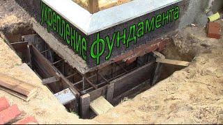 Укрепление фундамента дома сваями и железобетонной рубашкой (видео)