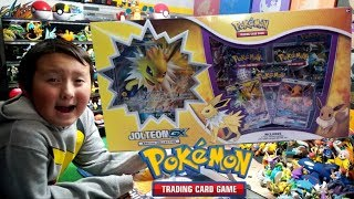 NEW EEVEE GX POKEMON CARDS SPECIAL COLLECTION BOX!! OPENING THE JOLTEON GX BOX! TRIPLE BATTLE!
