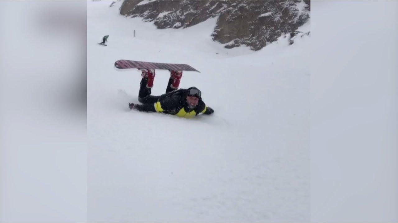 Российский сноубордист прокатился на животе с Эльбруса