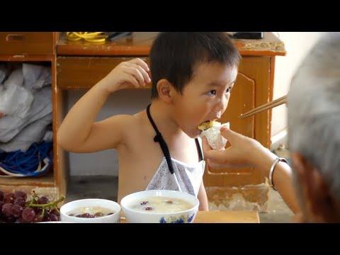 早餐该有多好吃,农村妈妈这样做,看3岁宝宝的吃相你就知道了!