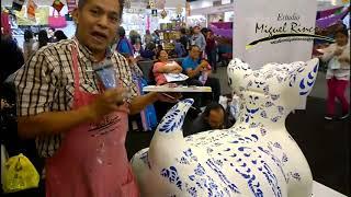Pintando talavera con Miguel Rincón en X Expo Merecería y Manualidades Navidad en WTC CDMX.