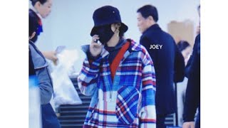 Video G DRAGON LOST, AGAIN IN AIRPORT 😃😂🤣😁 download MP3, 3GP, MP4, WEBM, AVI, FLV Maret 2018