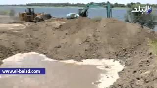 بالصور والفيديو.. رئيس مدينة إسنا يقود حملة لإزالة التعديات على نهر النيل