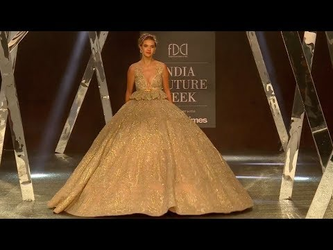 Sara Ali Khan Walks For Falguni Shane Peacock | India Couture Week 2019