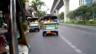 Таиланд. Бангкок. Тук-тук - моторикша.(http://www.town-explorer.ru/bangkok/ - достопримечательности Бангкока на карте, фото и видео., 2011-10-02T18:44:36.000Z)