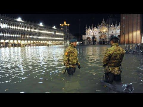 Hochwasser in Venedig erreicht Rekordwert - YouTube