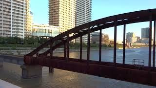 真横から見たノスタルジックな旧東京都港湾局専用貨物線の晴海橋梁