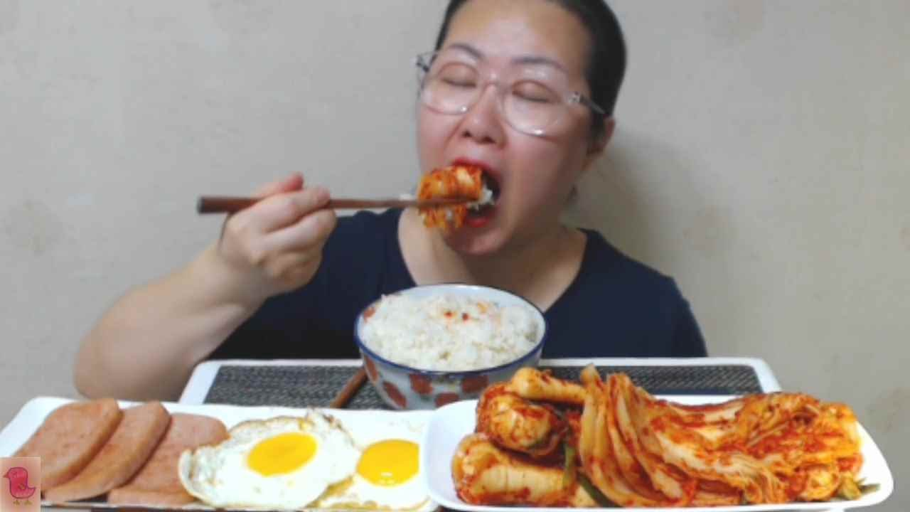 Kimchi mukbang 잘익은 배추김치 알타리김치와 계란반숙 스팸까지~eating sound