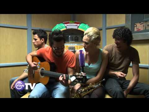 Jenny and the Mexicats live Videos De Viajes