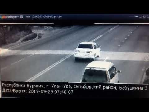 """Водитель """"Ауди"""" вылетел с дороги на ул. Бабушкина"""
