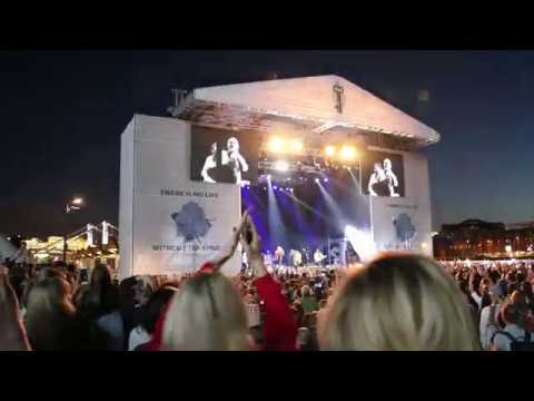 Richard Ashcroft - Bittersweet Symphony (Live in Moscow)