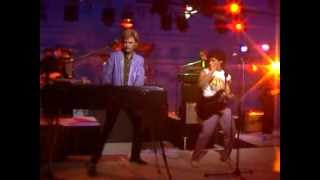 Hall And Oates - Kiss On My List (Extended Video)