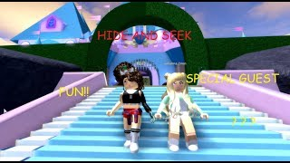ROBLOX HIDE AND SEEK IN THE NEW ROYALE HIGH(FUNNY)