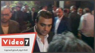 بالفيديو.. ياسر جلال وطارق لطفى وعمرو سعد وسمرة والرداد والجخ فى عزاء سامى العدل