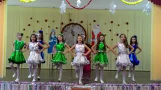 Новогодний танец в школе