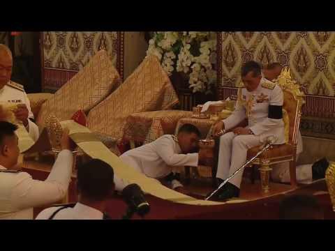 พลโทหญิง สุทิดา วชิราลงกรณ์ ณ อยุธยา กราบทูลเชิญพระบรมวงศ์เสด็จกลับ ในพิธีสวดพระอภิธรรมพระบรมศพฯ