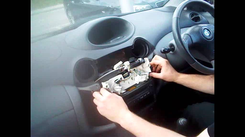 Radio Removal Toyota Yaris (1999-2005) | JustAudioTips - YouTube