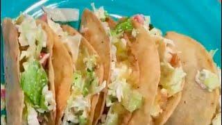 Desayunando en familia (Tacos de queso y rajás )