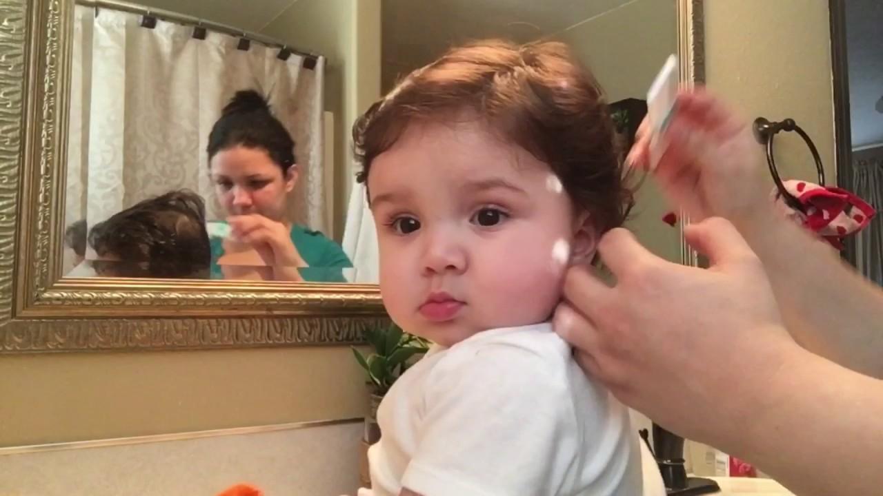 Primer corte de cabello de un bebe