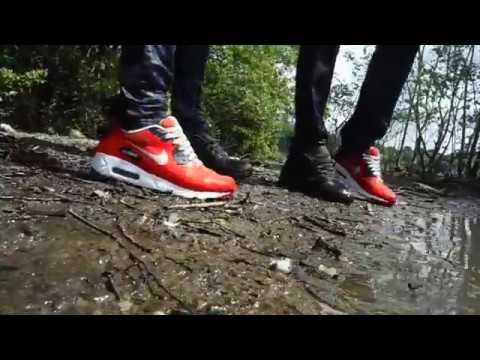 Wet Sneaker Play