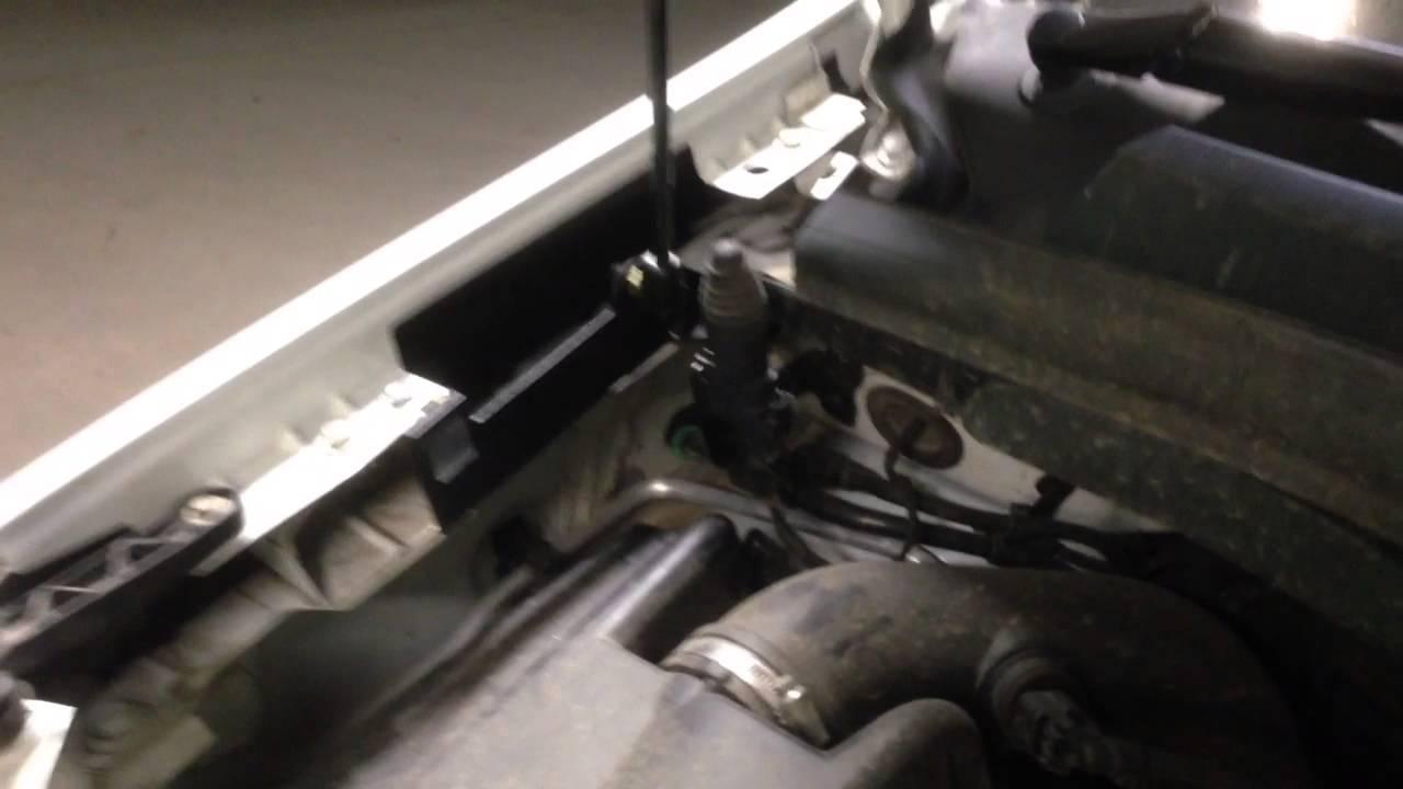Упор капота Opel Zafira
