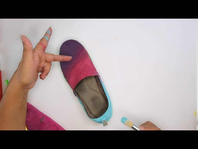 The Elves are back - Part 2 (DIY Painting my shoes with chalk paint)