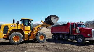 Video still for Kohler Pit's Jim Farrell Discusses Hyundai HL 960 Wheel Loader