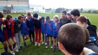 Chant de guerre avec les minimes après la défaite en finale du tournoi Ouest-Cotentin 2014