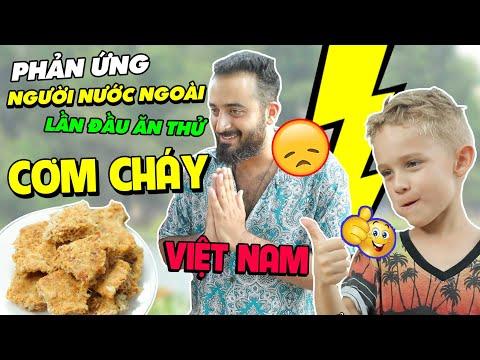 Phản ứng người nước ngoài lần đầu ăn thử cơm cháy Việt Nam | Feedy VN