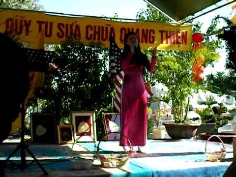 HONG-TRUC-XUAN-DEN-CON-VE-LIVE
