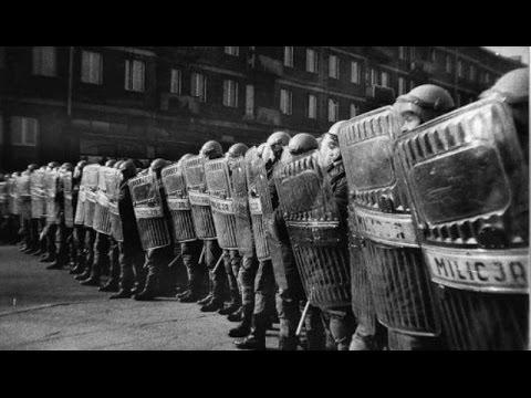 Pierwsza rocznica stanu wojennego z UB ekami na ulicach bez pracy