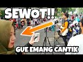 Lagi Syantik - Siti Badriah (Pengamen Jalanan Dikerumunan Cewek Cantik, Bikin Salting)