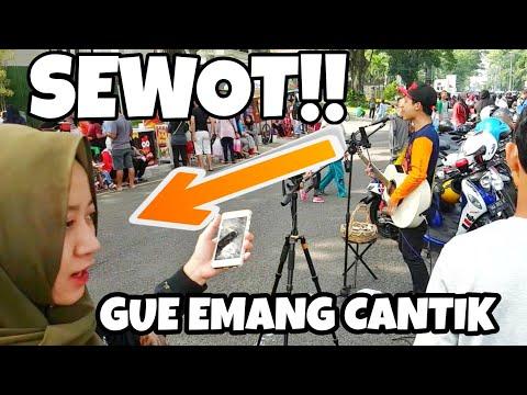 Lagi Syantik - Siti Badriah (Pengamen Jalanan Dikerumunan Cewek Sok Cantik 😂 Bikin Salting Deh)