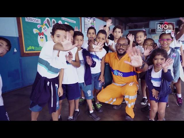 Geovilson de Souza em: deixando a escola limpa #ComlurbNãoPara