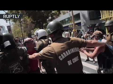 Chile   Pro and anti-new constitution protesters face off in Santiago