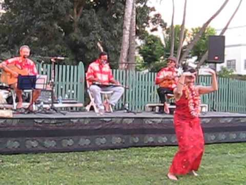 Maui Jam Band performing Mo'olele