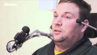 Leraar Jo geeft les in een rolstoel