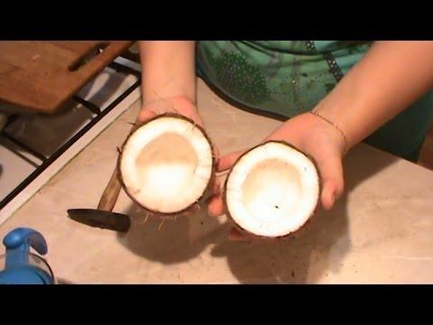 Как разрезать кокос пополам