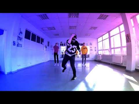 Танец под RASA   Под фонарем музыка так орет Танцующий Чувак