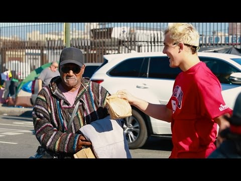 GIVING 500 THANKSGIVING MEALS TO THE HOMELESS (emotional)