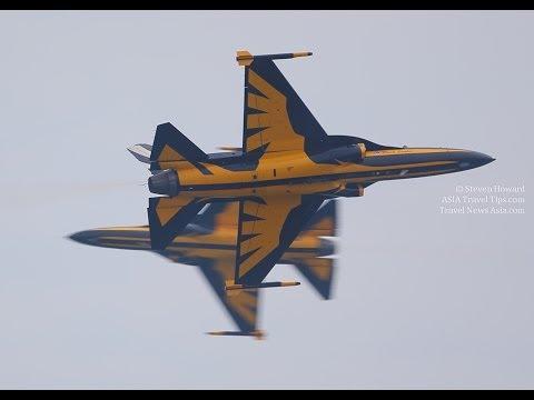 Korea's Black Eagles Aerobatics Flying Display at Singapore Airshow 2014 - HD