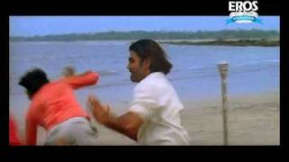 Sunil Shetty fihts near the beach | Mr. White Mr. Black