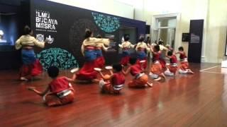 Tari Piring Ria - Official Launch of Bulan Bahasa 2013 (Alternate Angle)