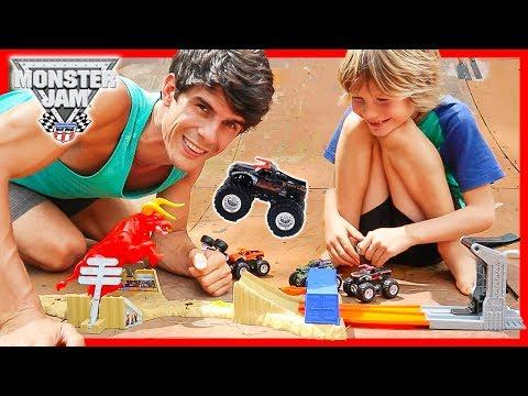 Hot Wheels Monster Jam El Torro Loco Showdown Unboxing + Giveaway!