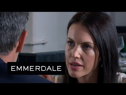 Emmerdale - Leyla and Clive Have a Ditzy Art Dealer Completely Fooled
