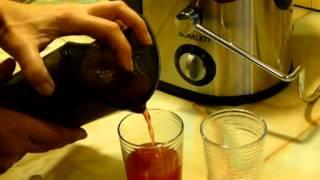 видео Как сделать сок в соковыжималке