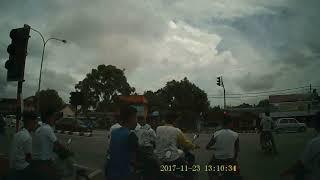 Video kemalangan budak sekolah di persimpangan api nirvana  kuala terengganu..