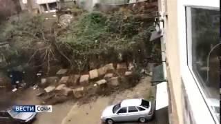 В Сочи обрушилась опорная стена, оползень - это опасно / недвижимость сочи Лазаревский район